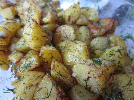 Снимка 6 от рецепта за Картофи соте с копър и чесън