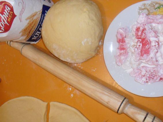 Снимка 10 от рецепта за Вкусни кифли с локум