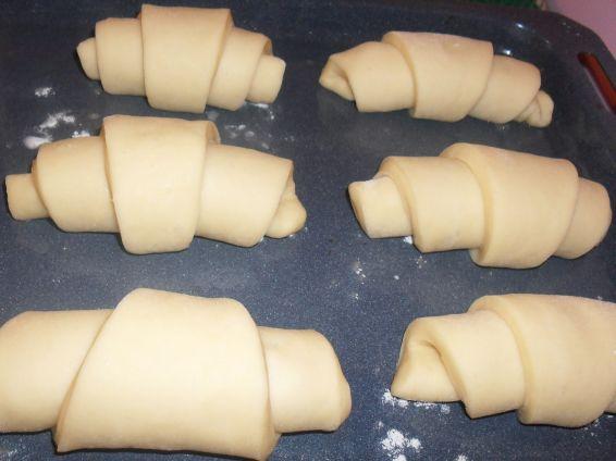 Снимка 4 от рецепта за Вкусни кифли с локум
