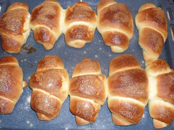 Снимка 6 от рецепта за Вкусни кифли с локум