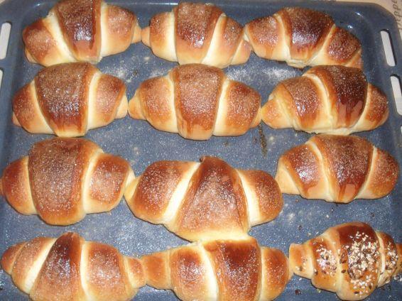 Снимка 8 от рецепта за Вкусни кифли с локум