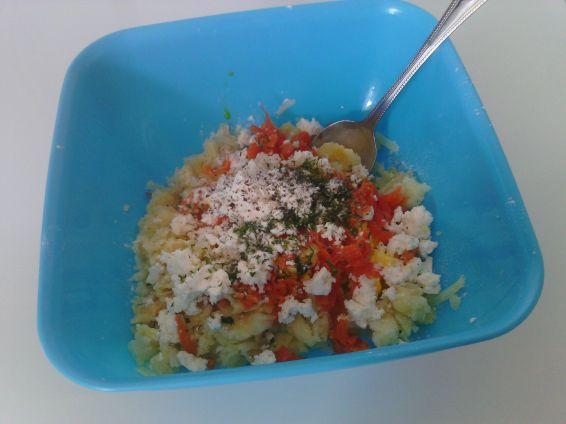 Снимка 2 от рецепта за Кюфтета с картофи, сирене, копър и кисели моркови