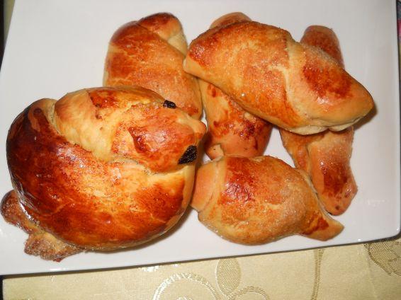 Снимка 8 от рецепта за Кузуначени кифлички с плънка от мармалад, стафиди и орехи