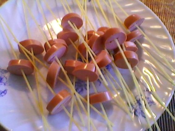 Снимка 2 от рецепта за Кренвирши със спагети и зеленчуци