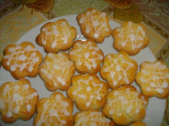 Снимка 5 от рецепта за Курабийки с лимонова глазура
