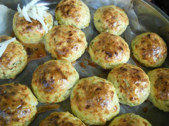 Снимка 9 от рецепта за Кълбенца от картофи, тиквички и извара