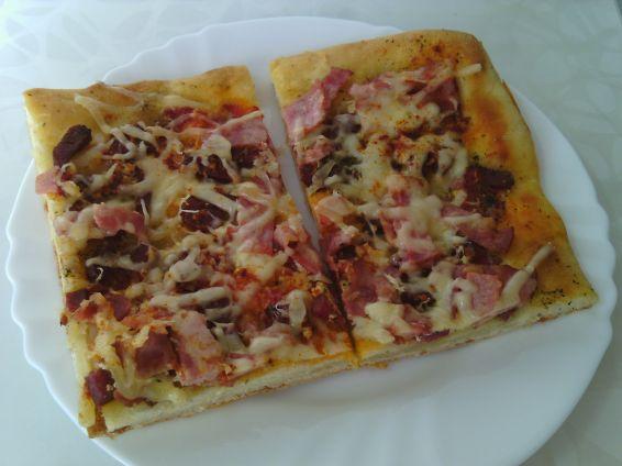 Снимка 2 от рецепта за Лесна пица