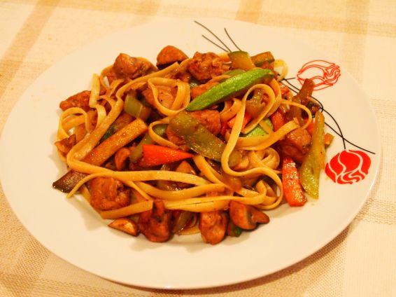 Снимка 2 от рецепта за Лингуини със свинско и зеленчуци по китайски