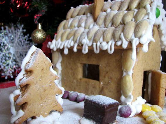 Снимка 2 от рецепта за Медена коледна къщичка