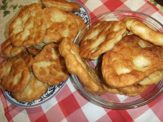 Снимка 2 от рецепта за Мекици с кисело и прясно мляко