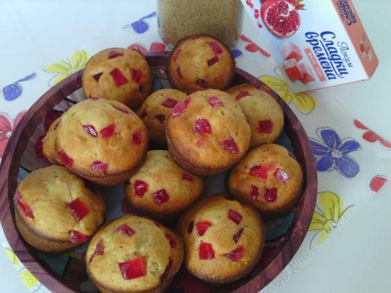 Снимка 4 от рецепта за Мъфини с локум от нар, орехи и тръстикова захар