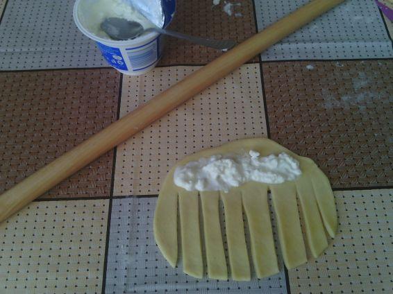 Снимка 9 от рецепта за Охлювчета с крема сирене