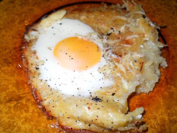 Снимка 2 от рецепта за Пататник с яйца на очи