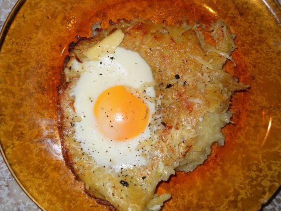 Снимка 3 от рецепта за Пататник с яйца на очи