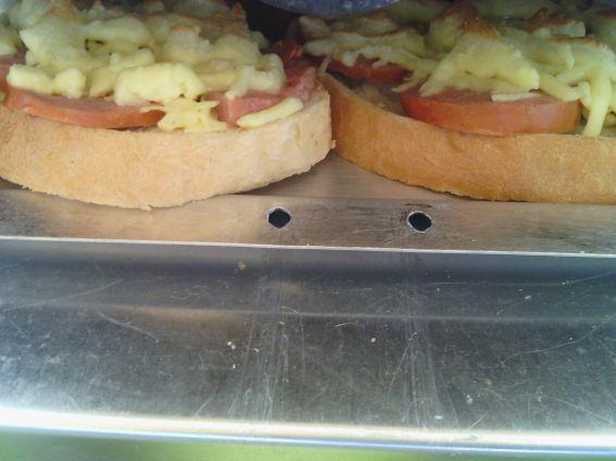 Снимка 7 от рецепта за Печени сандвичи с наденица и кашкавал