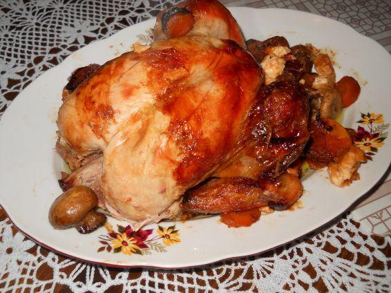 Снимка 3 от рецепта за Печено пиле в плик с гъби, моркови и топено сирене
