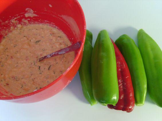 Снимка 4 от рецепта за Пиперки с яйца и сирене