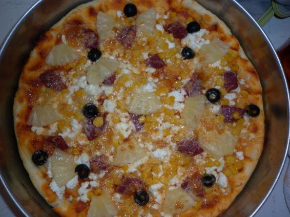 Снимка 3 от рецепта за Пица с моцарела, ананас и маслини