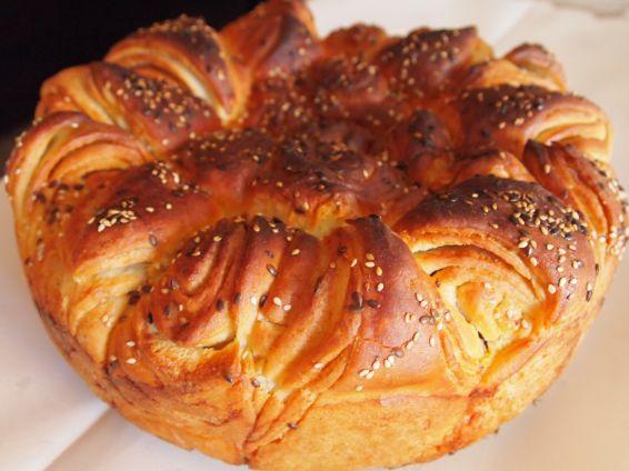 Снимка 3 от рецепта за Първомайска питка `Цвете`