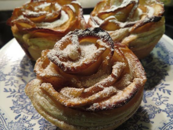Снимка 1 от рецепта за Рози от ябълки