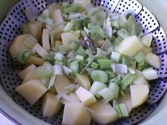 Снимка 2 от рецепта за Салата от картофи и праз