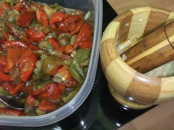 Снимка 2 от рецепта за Салата от печен пипер и патладжан