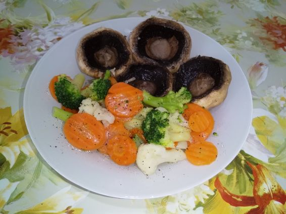 Снимка 5 от рецепта за Салата с броколи, карфиол и моркови