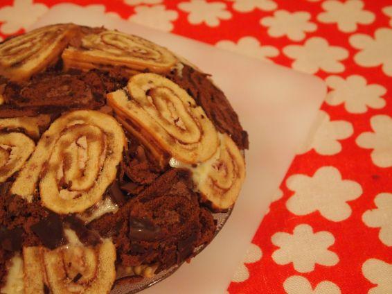 Снимка 5 от рецепта за Шарена  лесна торта с готови  рула
