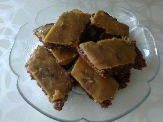 Снимка 2 от рецепта за Сладкиш, полят с бонбони