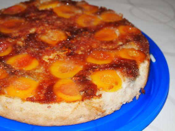 Снимка 4 от рецепта за Сладкиш с карамелизирани праскови