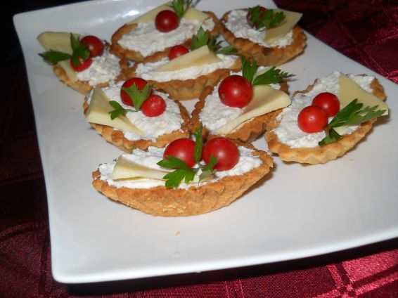 Снимка 4 от рецепта за Тарталетки с крема сирене и сметана