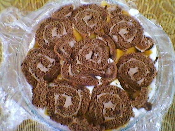 Снимка 3 от рецепта за Торта от рула с крем и банани