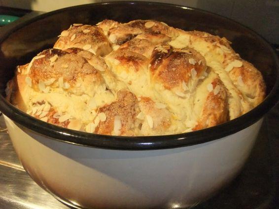 Снимка 9 от рецепта за Великденски козунак със стафиди и канела