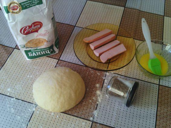 Снимка 10 от рецепта за Закуски с ким и кренвирши