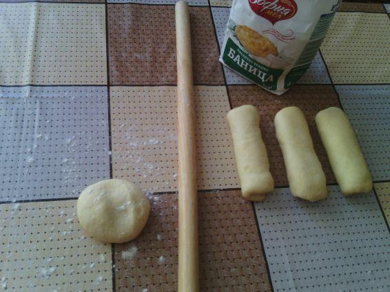 Снимка 3 от рецепта за Закуски с ким и кренвирши