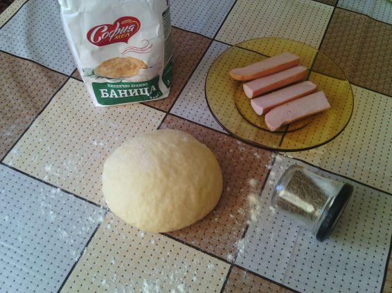 Снимка 5 от рецепта за Закуски с ким и кренвирши