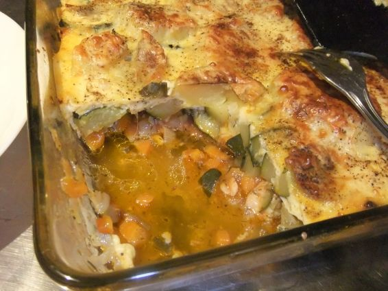 Снимка 8 от рецепта за Запеканка с пилешко филе, тиквички и сварени картофи