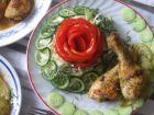 Рецепта за Пикантни пилешки бутчета със заквасена сметана