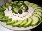 Рецепта за Салата от пресни краставици и извара с орехи