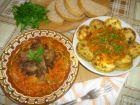 Рецепта за Пържени тиквички и дробчета с доматен сос