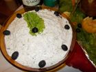 Рецепта за Млечна салата с краставици и орехи