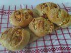 Рецепта за Закуски-кошници със сирене, колбас, апетитка и чубрица