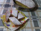 Рецепта за Сладкиш със стъргани дюли и орехи