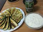 Рецепта за Гриловани тиквички с кисело мляко и чесън