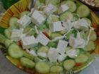 Рецепта за Свежа салата с кубченца сирене