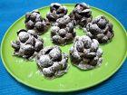 Рецепта за Сладки елхички от бисквити и шоколадови мидички